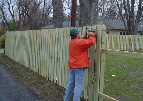 Tips to Consider When Hiring a Fence installation Contractor